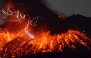 В Японии вулкан Сакурадзима извергается недалеко от атомной электростанции «Сэндай»