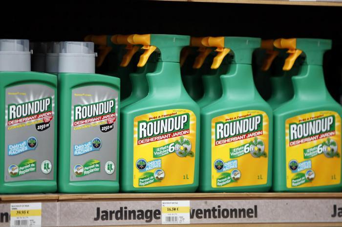 Monsanto требует исключить вызывающий рак гербицид из списка опасных веществ