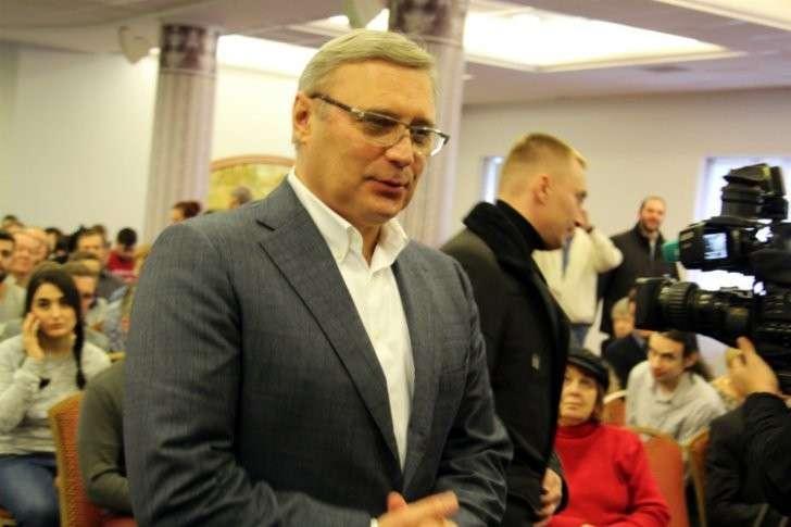 Взяточник Миша 2% готовится к революционному перевороту в стране