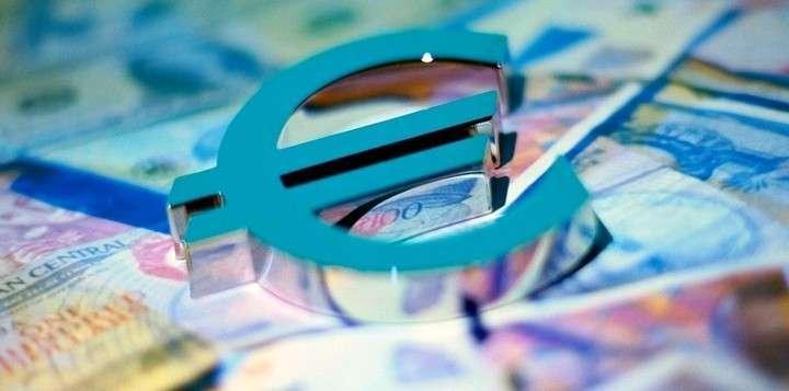 """""""Газпром нефть"""" согласовывает c контрагентами перевод контрактов с долларов на евро"""