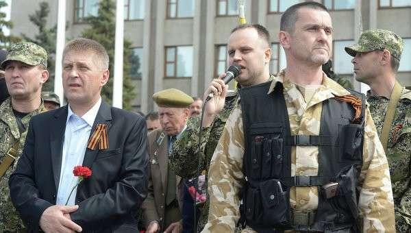 Второй слева - народный мэр Славянска Вячеслав Пономарев