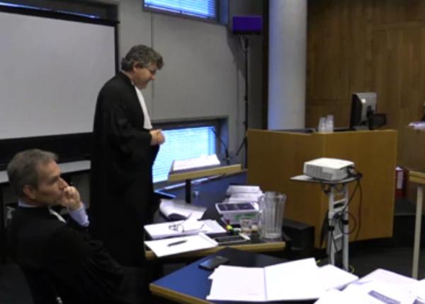 Адвокаты ЮКОСа устроили скандал из-за камеры LifeNews на суде в Гааге