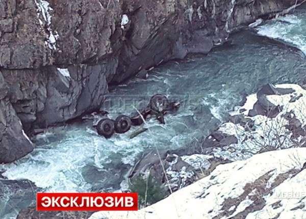 «Урал» с военными ВВ МВД РФ сорвался с обрыва в Дагестане