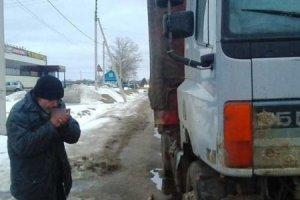 Как «путинские агрессоры» украинского дальнобойщика спасали