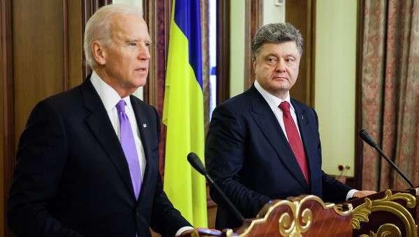 Вице-президент США Джо Байден (слева) и президент Украины Петр Порошенко, архивное фото