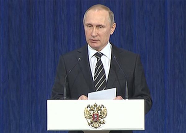 Владимир Путин поздравил российских военных с Днём защитника Отечества
