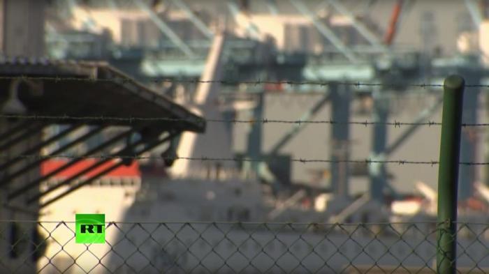 Из-за наплыва беженцев бельгийский порт может повторить судьбу французского Кале