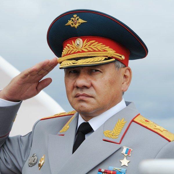 Сергей Шойгу поздравил военнослужащих и ветеранов с Днём защитника Отечества