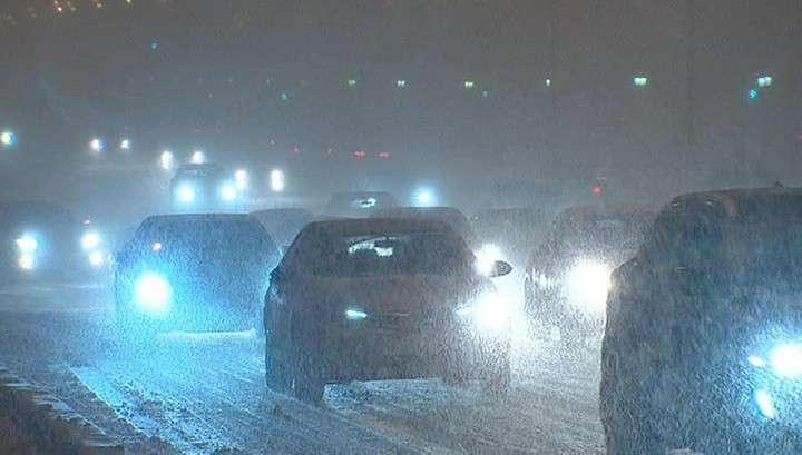 В Москве на борьбу со снегом брошен весь спецтранспорт