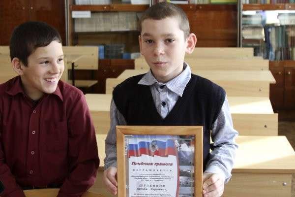В Омске наградили школьника, спасшего на пожаре брата и сестру