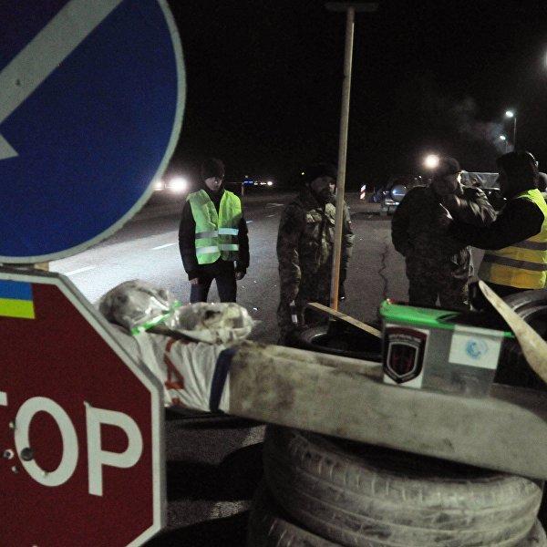 Украинские бандиты хотят снова перекрыть дорогу российским фурам