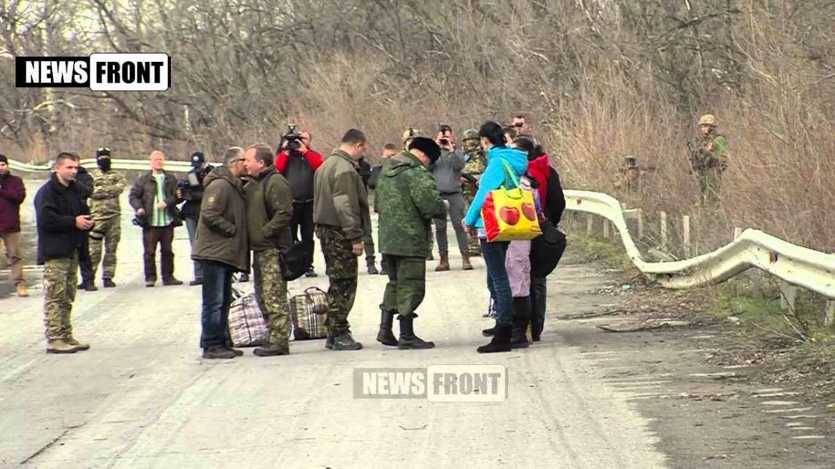 Четыре женщины и двое мужчин освобождены из украинского плена в ходе обмена в ЛНР