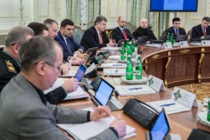 Самозванец Порошенко созывает спецзаседание СНБО по Крыму