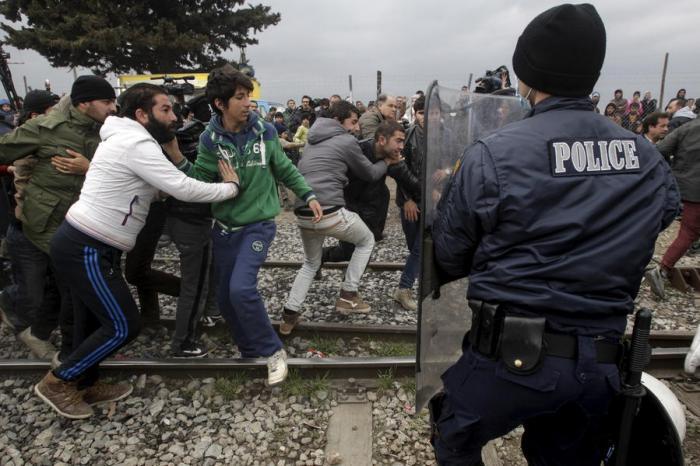 В урегулирование ситуации с беженцами в Греции должна вмешаться ООН