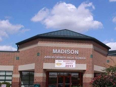 Неизвестный открыл огонь по учащимся школы в американском Огайо