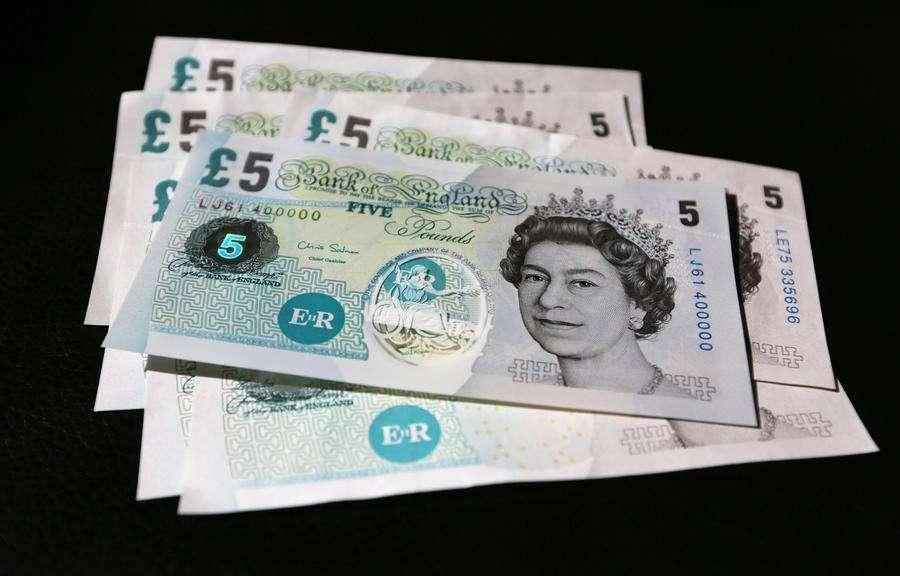 Зарплата британцев в реальном исчислении неуклонно снижается уже четвёртый год подряд