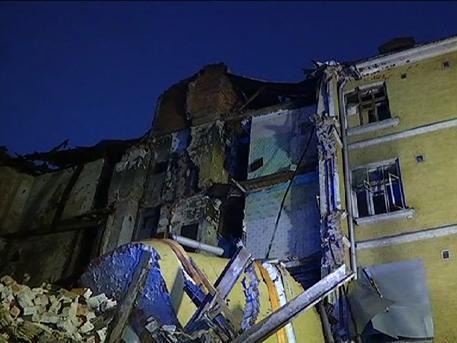 В Каретном ряду в центре Москвы обрушился фасад трёхэтажного здания