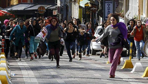 Накануне 8 марта: полиция Стамбула резиновыми пулями разогнала демонстрацию женщин