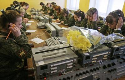 В Ракетных войсках поздравления с 8 Марта принимают более 4 тыс. женщин