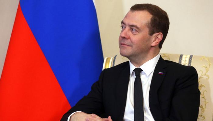 Дмитрий Медведев пожелал женщинам весеннего настроения