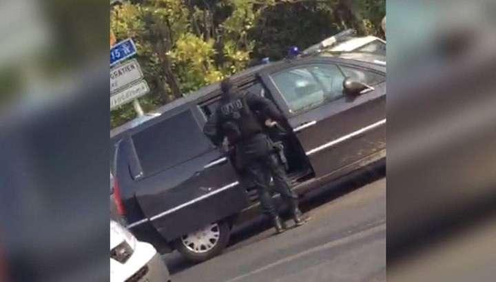 Переполох в Париже устроили не террористы, а запершийся в квартире наркоман