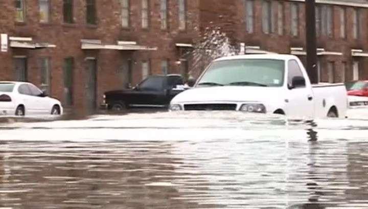 Наводнение в США: по дорогам Луизианы плавают рыбы