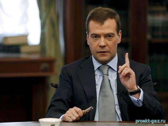 Дмитрий Медведев: на Северном Кавказе, однако, воруют нефть и не платят за газ