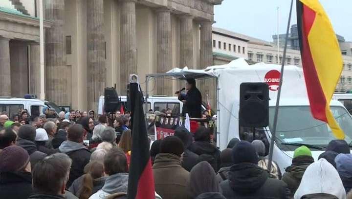 «Долой фашизм», «Меркель должна уйти»: демонстрации в Берлине