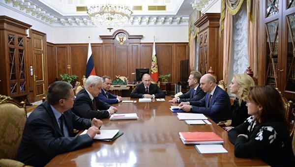 СМИ узнали, о чем говорилось на ночном совещании Владимира Путина