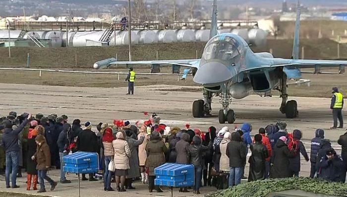 Первые бомбардировщики вернулись из Сирии в Россию