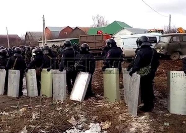 Цыганский бунт под Тулой - ОМОН наводит порядок