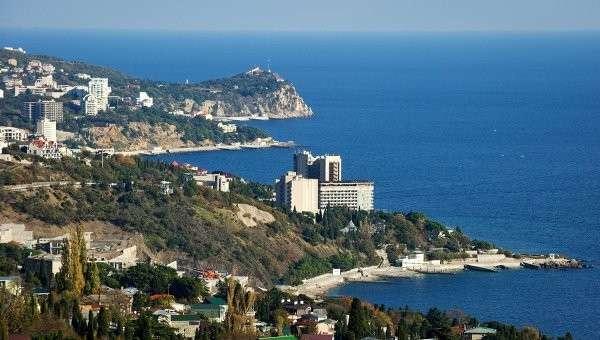 Вид на южный берег Крыма в окрестностях большой Ялты. Архивное фото