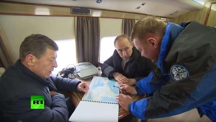 Владимир Путин с удовлетворением проинспектировал строительство моста в Крым