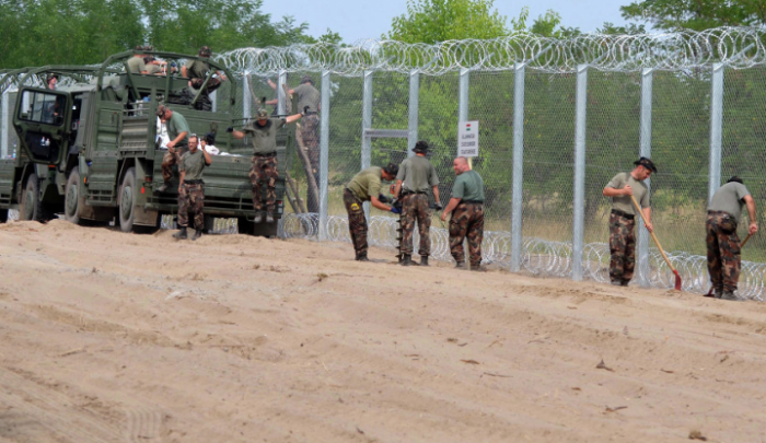 Венгрия отгораживается от европейской демократии колючей проволокой