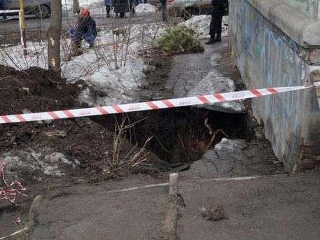 Под жилым домом в Самаре провалилась земля