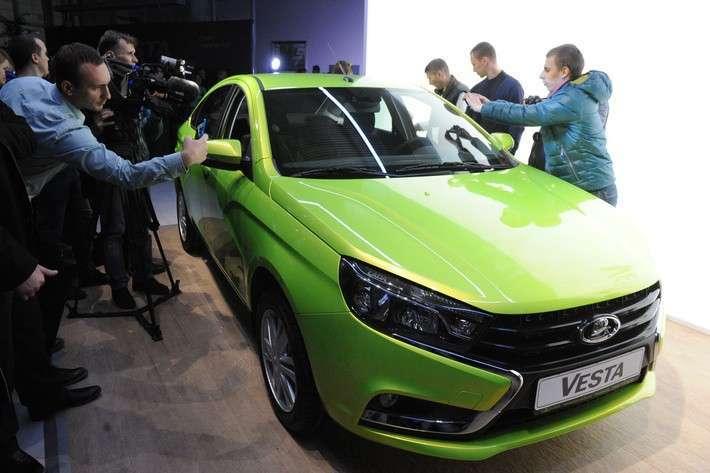 «АвтоВАЗ» почти вдвое увеличивает производство Lada Vesta