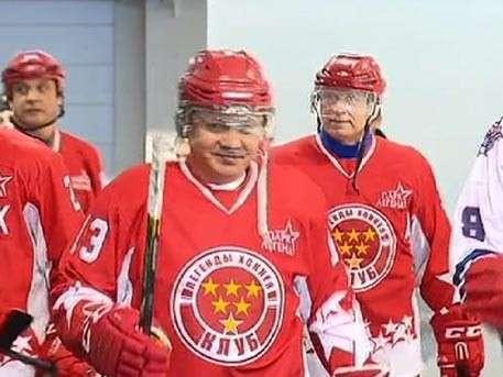 Шойгу сыграл в хоккей в новом ледовом дворце ВДВ в Рязани