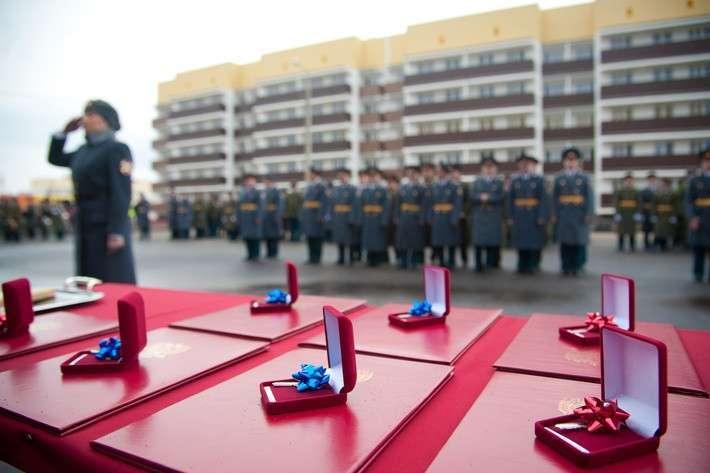 В Волгоградской области военнослужащие ВВ МВД РФ получили ключи от новых квартир