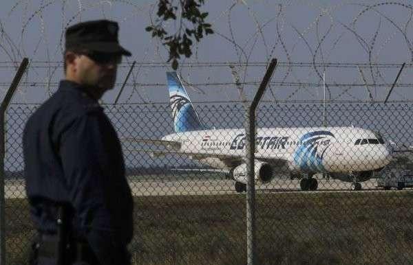 Захват лайнера A320: пассажиров освободили, угонщик просит политического убежища