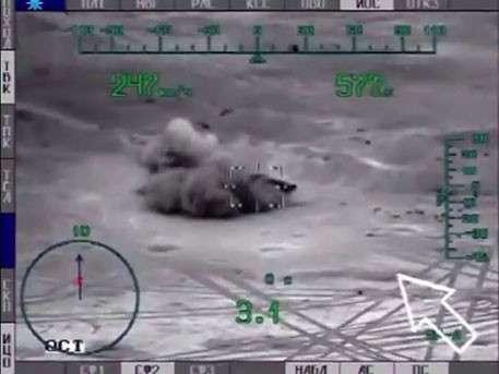«Ночной охотник» Ми-28 уничтожает танки ИГИЛ возле Пальмиры: кадры из кабины