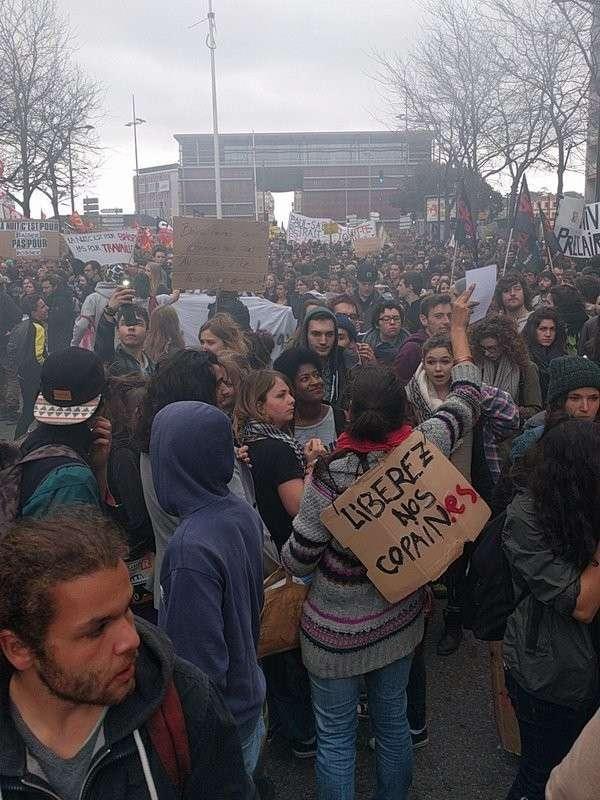 Студенческие протесты во Франции закончились стычками с полицией