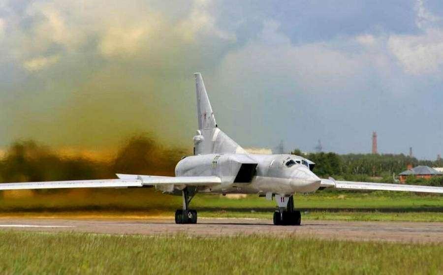 Стратегическая авиация России расширяет патрулирование Черного моря