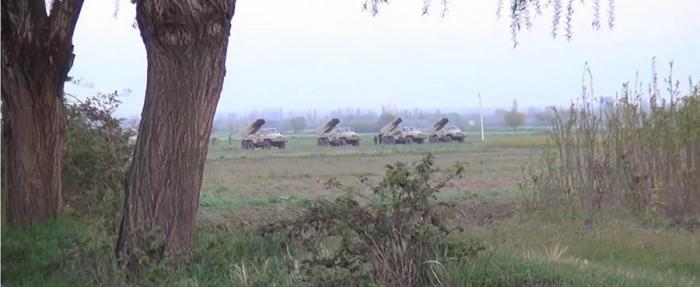 К границам Нагорного Карабаха стягивают войска: репортаж RT с места событий