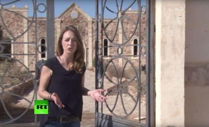 Корреспондент RT побывала в осквернённом христианском монастыре в Эль-Карьятейне