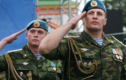 400 «вежливых десантников» опустились с неба на приграничный Джанкой в Крыму