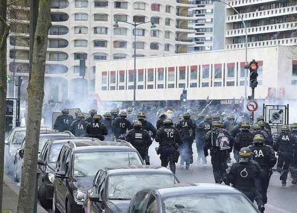 Протесты во Франции переросли в массовые беспорядки и стычки с полицией