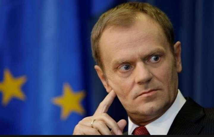 Минобороны Польши обвинило Туска в фальсификации отчета о смоленской катастрофе