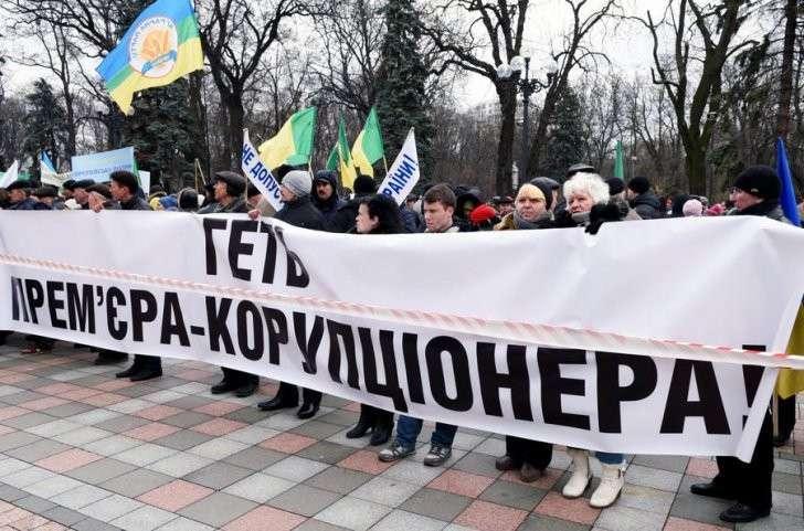 Олигархи и «вашингтонские менеджеры»: эксперты объяснили причины отставки Яценюка