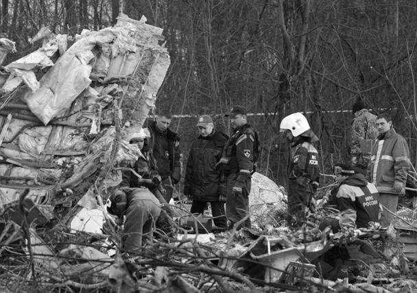 Через несколько часов после трагедии. Спасатели работают на месте катастрофы