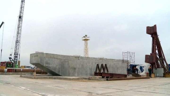 Возведена первая опора моста через Керченский пролив